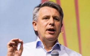 Shell chief calls for fossil fuel industry